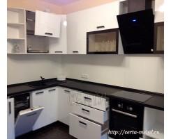 Белая угловая кухня «Охта»