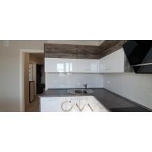 Качественная угловая кухня с глянцевыми фасадами