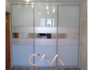 Шкаф-купе трех дверный