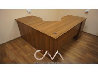 Стол письменный в офис