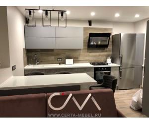 Кухня со шкафами под барную стойку